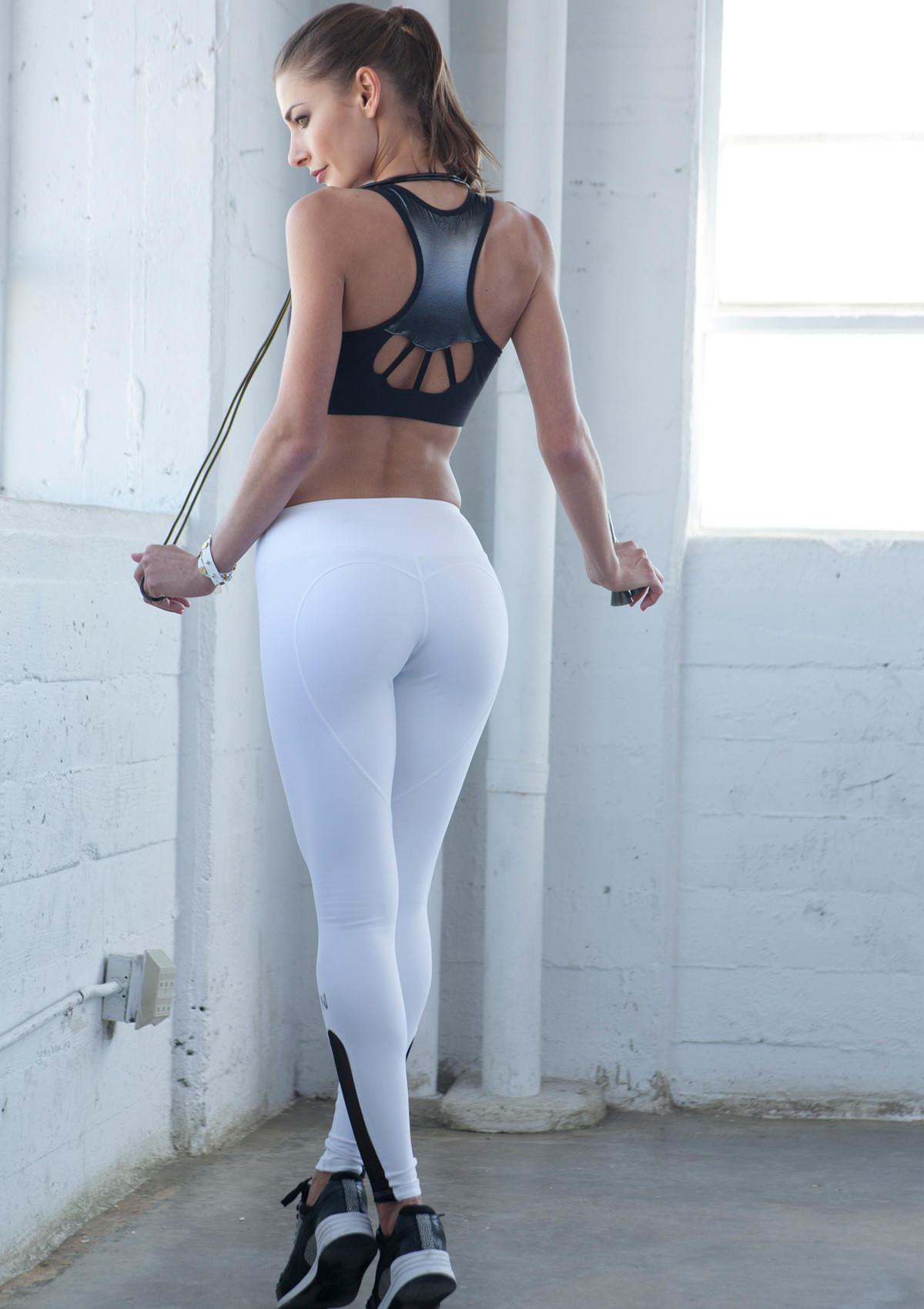 8f45f92cc7992 Woman in white yoga pants – web-pants.com