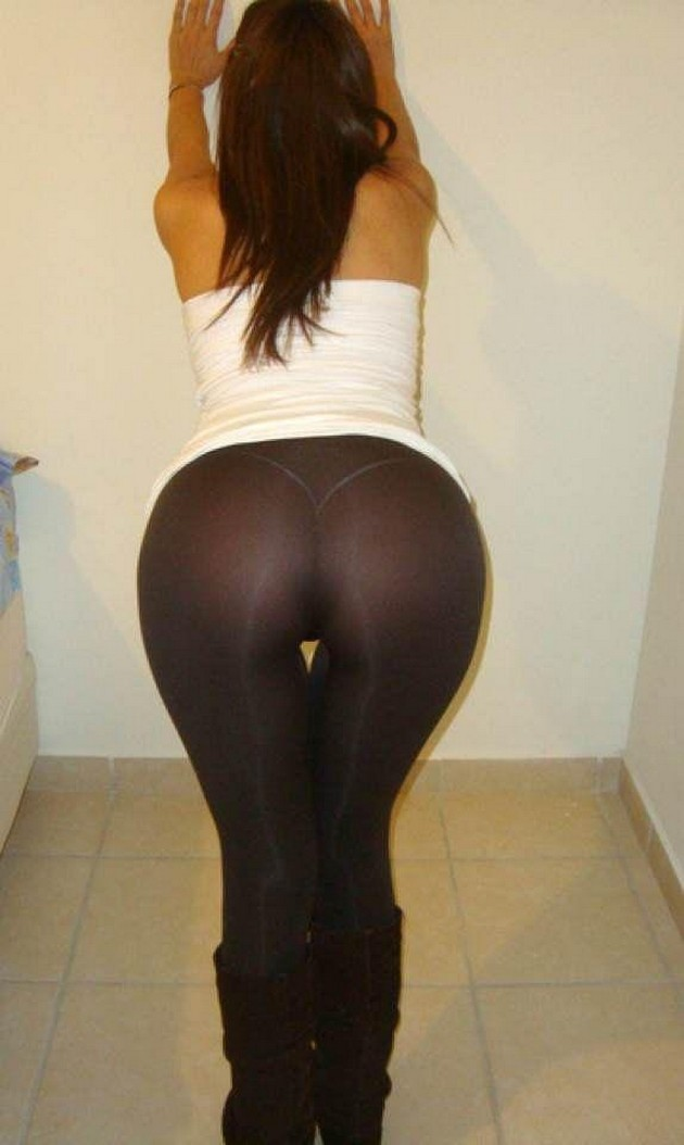 girls wearing yoga pant photo - 2