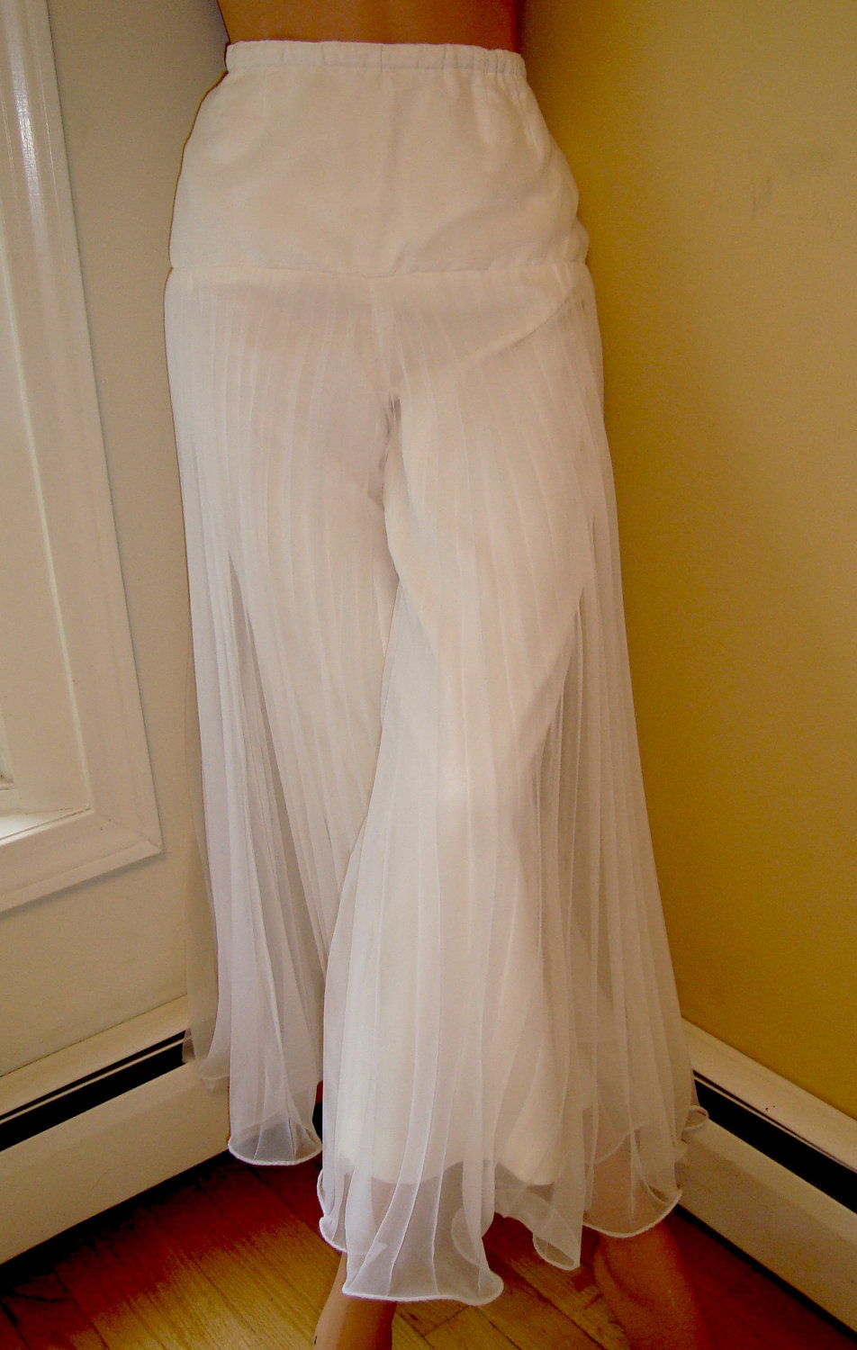 white womens palazzo pants photo - 1