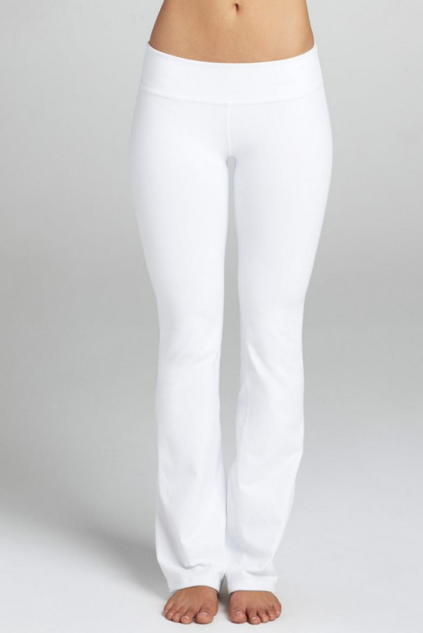 Woman in white yoga pants – web-pants.com