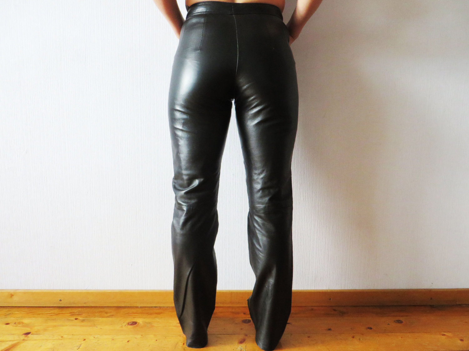 womens black leather pants photo - 1