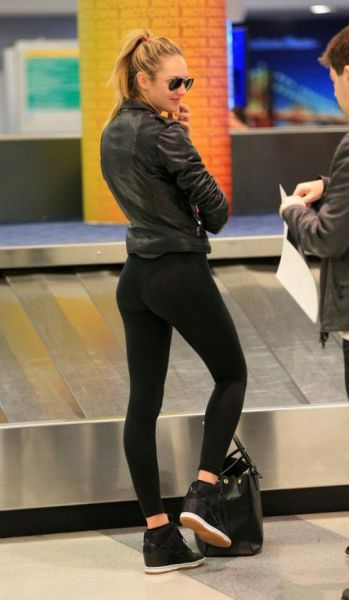 yoga pants leaving nothing to the imagination photo - 2